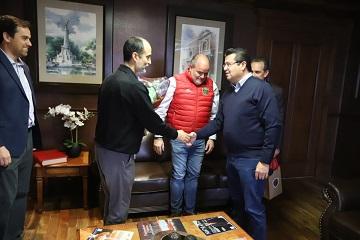 Recibe Presidente Municipal visita del presidente ejecutivo de Bravos de Juárez