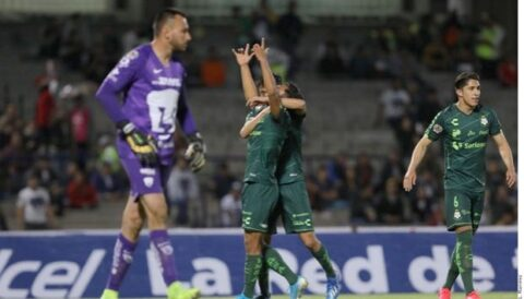 Gracias al global Santos echa a Pumas de la Copa