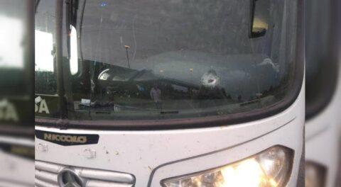 Balean camión de aficionados del Atlético Unión que iba hacia Brasil