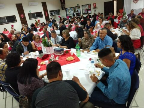 Un éxito la conferencia-cena de matrimonios auspiciado por la Iglesia Bautista el Calvario