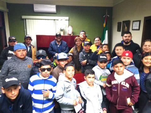 Visitaron Los Venados de la liga de Béisbol Infantil a la Alcaldesa Lic. Laura Mara Silva Fernández