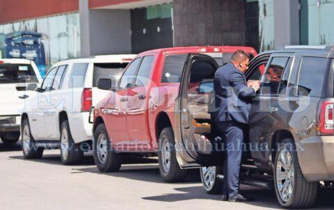 Acaparan camionetas oficiales evento panista