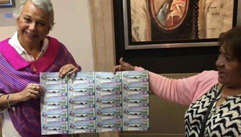 Compra Sánchez Cordero 10 mil pesos en 'cachitos' de rifa presidencial