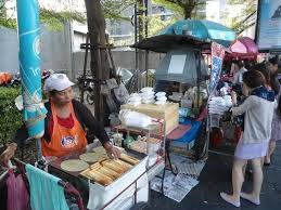 Para subsistir dueños de fondas venden comida para llevar