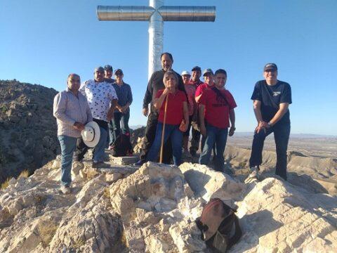 Oraron esta madrugada en en Cerro de La Santa Cruz evangelicos de Ojinaga