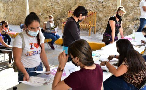En Parral se reitera la apuesta por la educación con tablets gratuitas: Lozoya