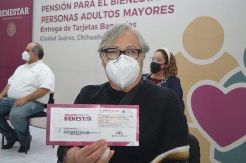 Encabeza Juan Carlos Loera operativos para entregar 1500 tarjetas bancarias a beneficiarios de la pensión para los Adultos Mayores