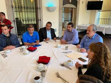 Se reúne Rafael Espino con sindicato del COBACH