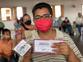 Encabeza Loera entrega de tarjetas bancarias a beneficiarios de la pensión del Adulto Mayor y personas con discapacidad