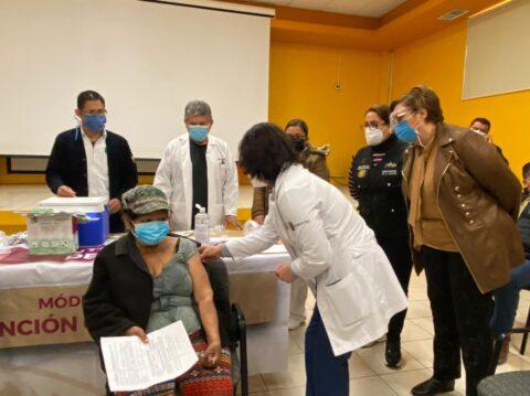 Encabezo hoy alcaldesa de Múzquiz, Luisa Alejandra Santos Cadena la jornada de vacunación contra el Covid-19