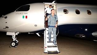 Canelo Álvarez presumió lujosa pijama en su llegada a Texas